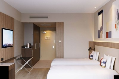 *4 Courtyard by Marriott